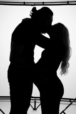 London pregnancy photographs of a couple in silhouette kissing