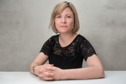 A London headshot photography photoshoot of a woman resting her hands on a table