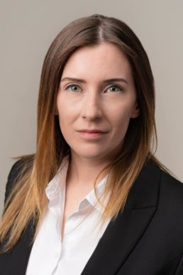 A London headshot photograph of a woman in a suit with green eyes and brown tipped hair/